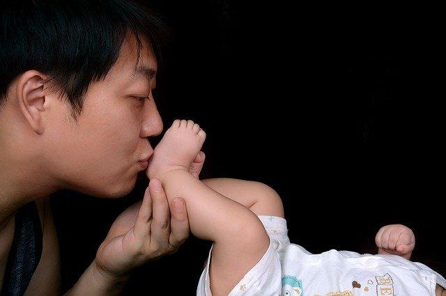 日本で父親が育児休暇を取らない理由